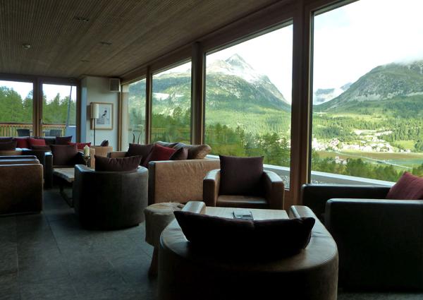 Die Panorama-Bar im Nira Alpina
