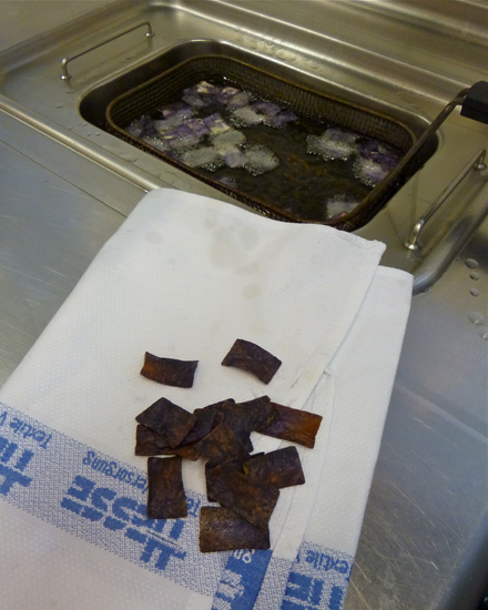 Chips aus violetten Kartoffeln