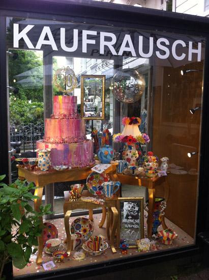 """Vitrine vor dem """"Kaufrausch"""" in Hamburg"""