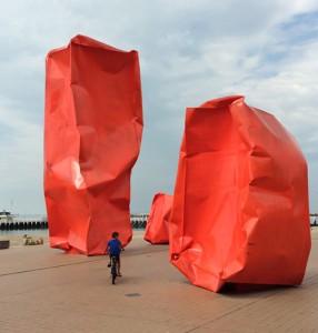 Kunst an der Promenade in Ostende