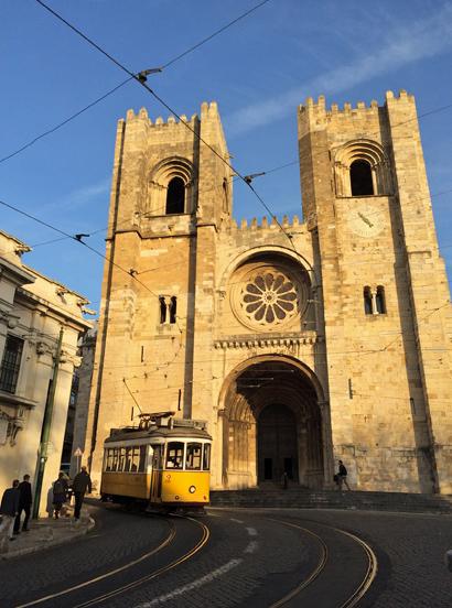 Kathedrale in der Alfama in Lissabon