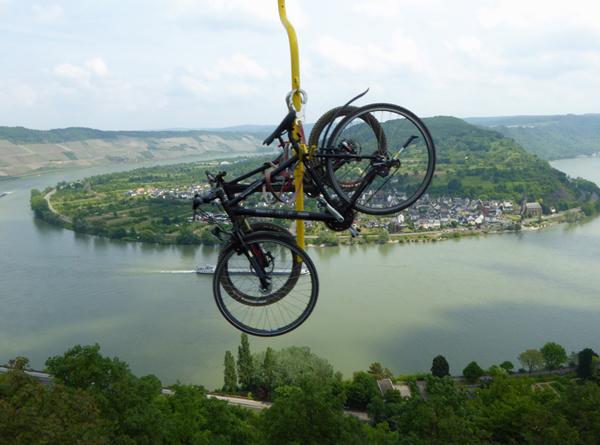 Schwebende Fahrräder oberhalb von Boppard