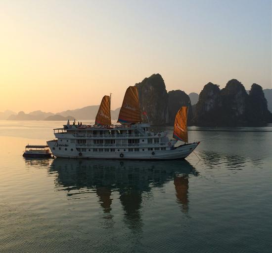 Halong Bucht - eine Etappe auf der Reise durch Vietnam und Kambodscha