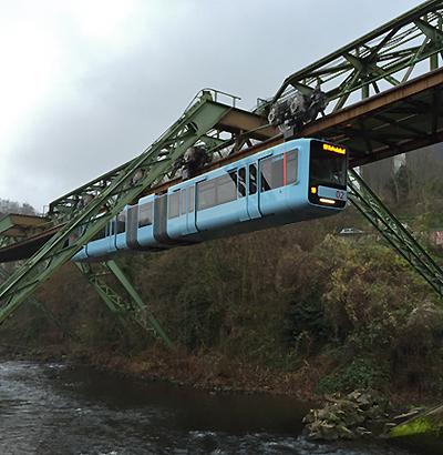 Wuppertaler Schwebebahn - neuer Wagen in Himmelblau