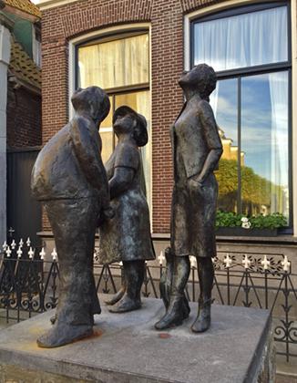 """Skulptur """"Die drei Touristen"""" in Joure"""