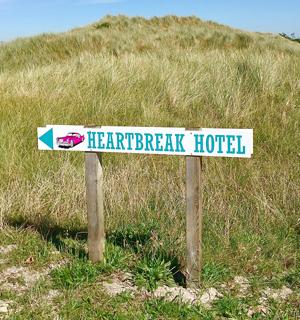 Schild Heartbreak Hotel