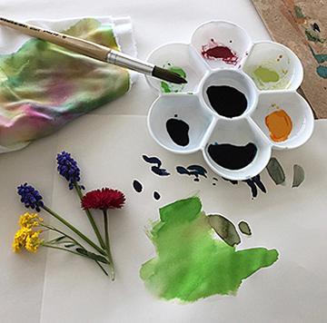 Pinsel, Farben und Blumen