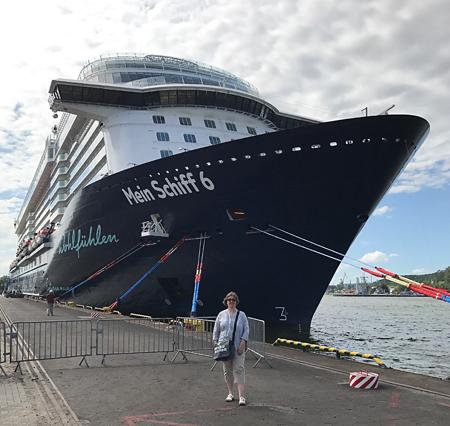 Mein Schiff 6 im Hafen