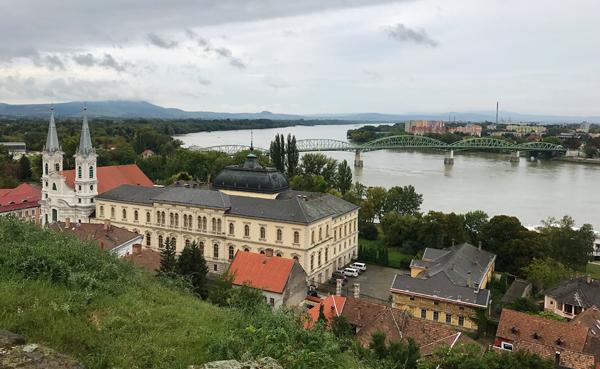 Aufblick von der Basilika von Esztergom