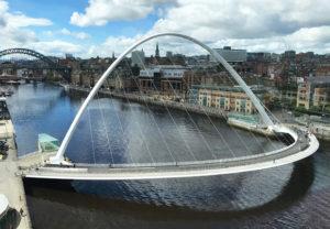 Die Millennium Bridge in Newcastle