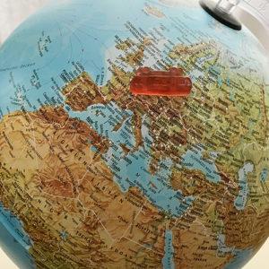 Globus mit Schwebebahn