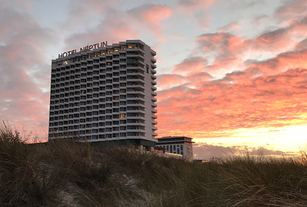 Hotel Neptun im Abendrot