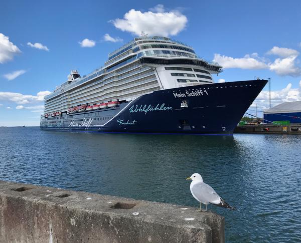 Kreuzfahrt auf der Ostsee - die Neue Mein Schiff 1 in Helsinki