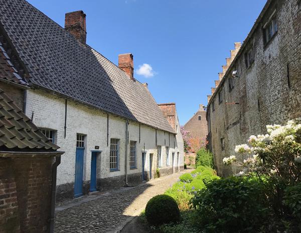 Innenhof der Adornes-Domäne