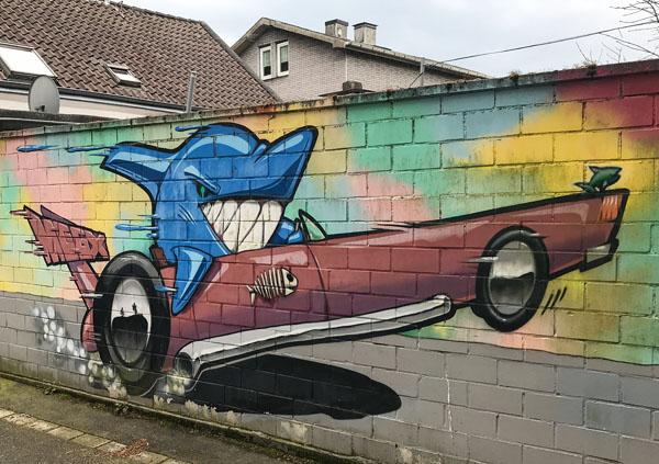 Hai in der Seifenkiste - Streetart von Megx