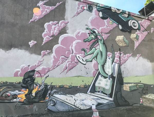 Krokodil beim Seifenkistenrennen - Streetart in Wuppertal