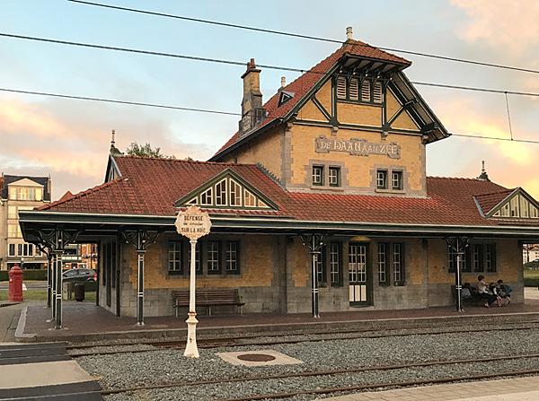 Bahnhof der Küstenstraßenbahn in De Haan