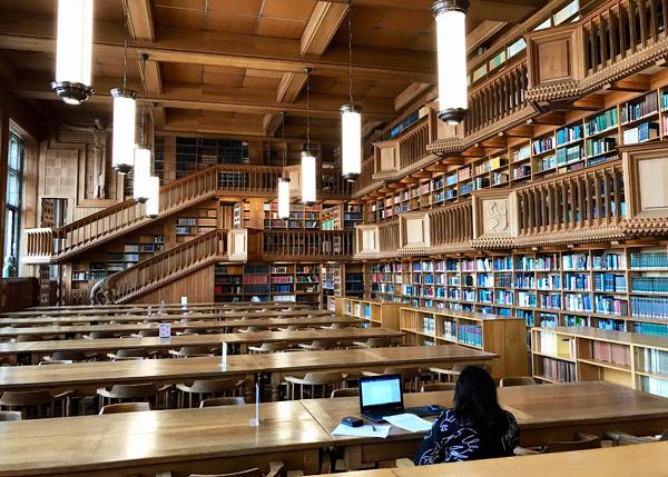 Der Lesesaal in der Universitätsbibliothek in Leuven