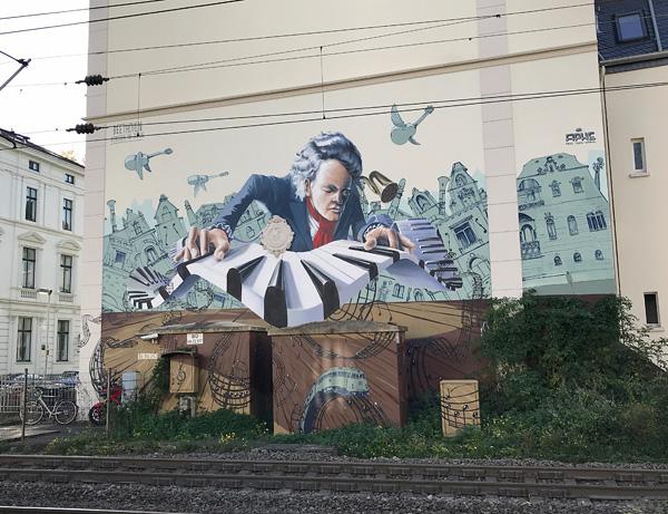 Streetart: Beethoven an der Bahnstrecke