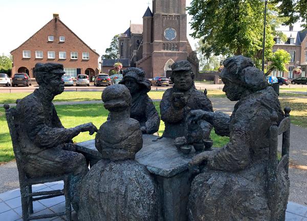 """Skulptur """"Die Kartoffelesser"""""""