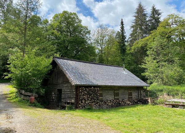 Holzhütte an der Neyetalsperre