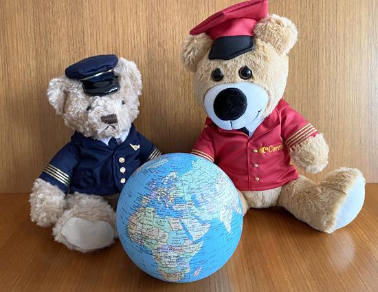 Teddys vor Weltkugel